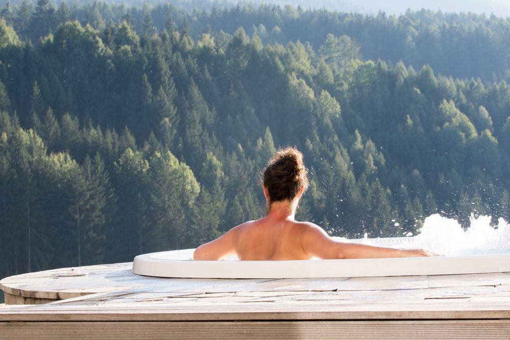 The Benefits Of A Salt Water Hot Tub News Creative Energy